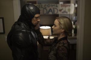 Joel-Kinnaman-and-Abbie-Cornish-in-RoboCop-2014-Movie-Image1